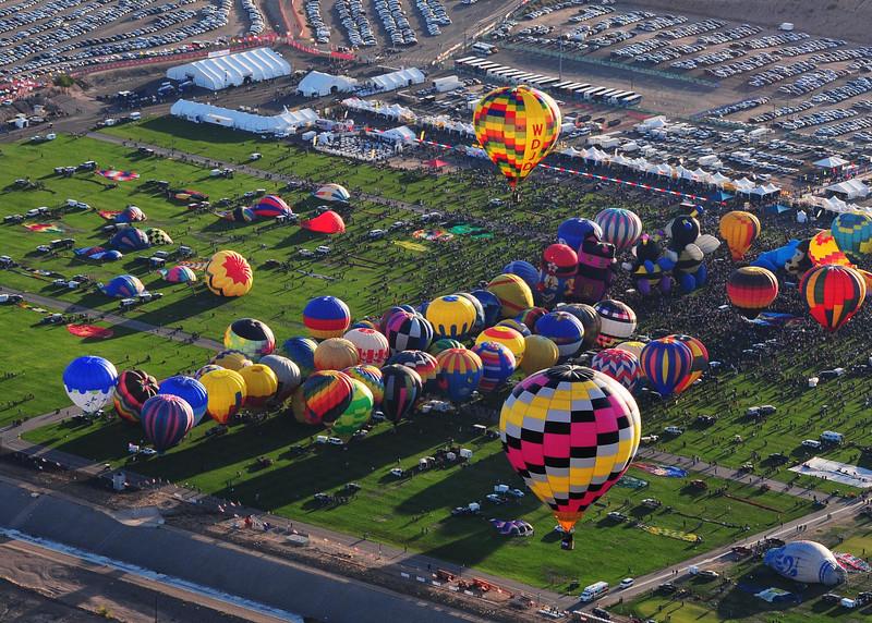 NEA_5857-7x5-Balloons field.jpg