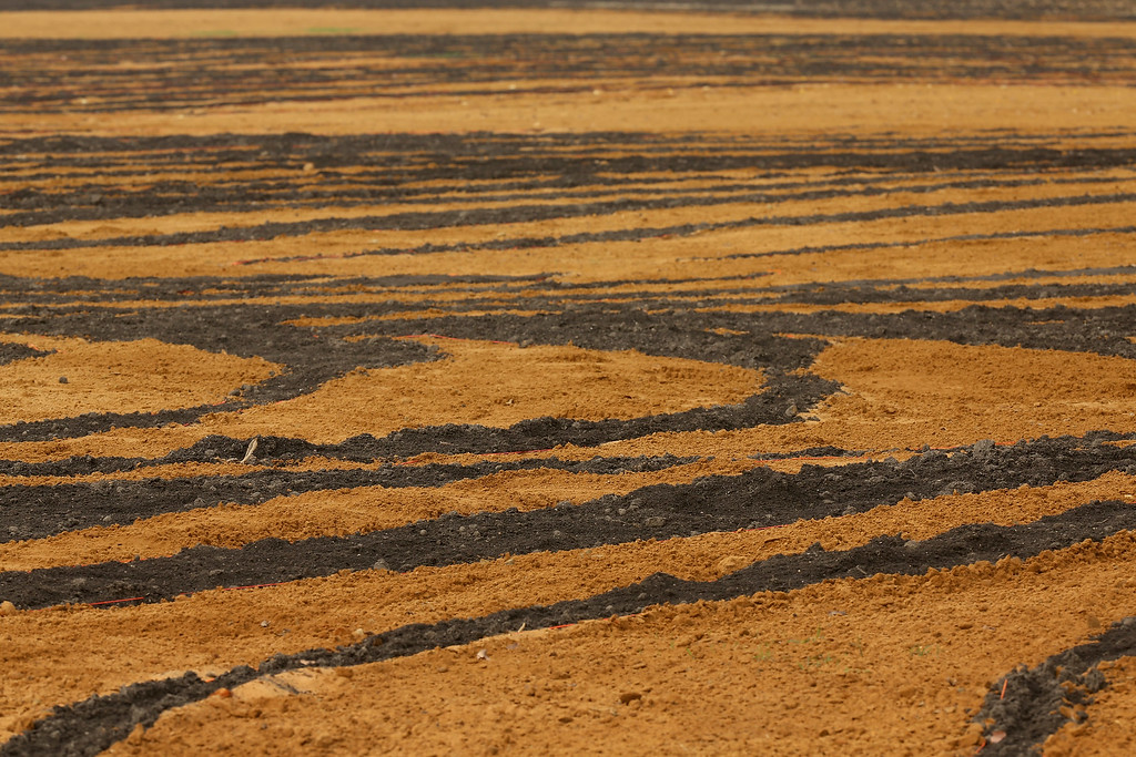 . Seen from eye level, Cuban-American artist Jorge Rodriguez-Gerada\'s six-acre sand and soil \'facescape\' looks like a plowed field of brown and orange dirt on the JFK Hockey Field on the north side of the Reflecting Pool along the National Mall October 1, 2014 in Washington, DC. (Photo by Chip Somodevilla/Getty Images)