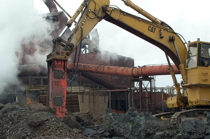 NPK E260A hydraulic hammer on Cat excavator.JPG
