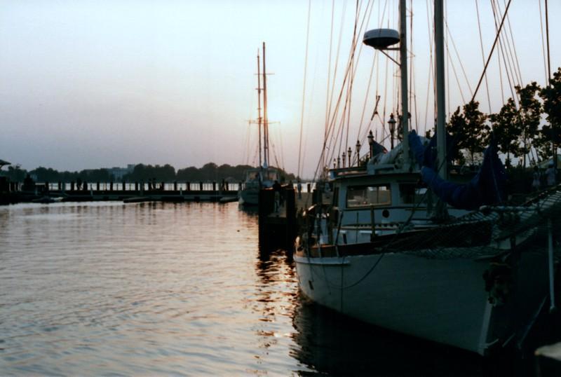1985_Summer_Norfolk_Greg_and_Summer_Lisle_Pics_0038_a.jpg