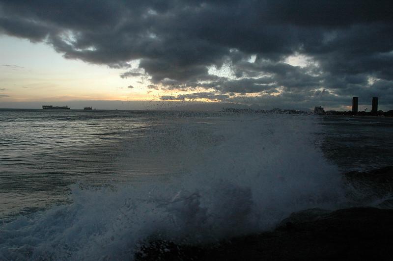 Hawaii - Ala Moana Beach Sunset-148.JPG