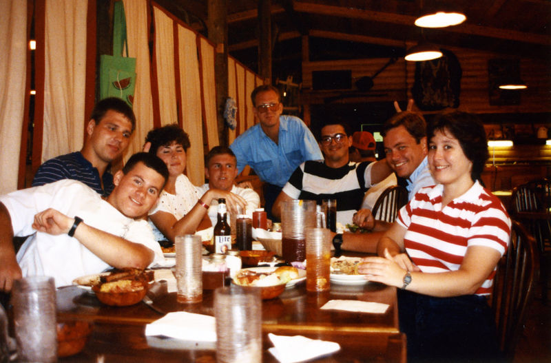 1989 07d - Hanging out 005.jpg
