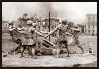 Statue, Stalingrad, 1942