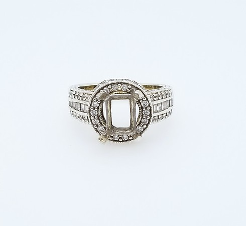 Emerald Cut Diamond Mounting for 9 x 7mm Center