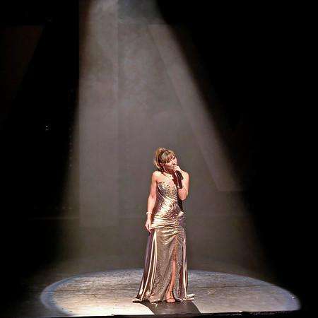 Cabaret Voulez Vous - Isabelle