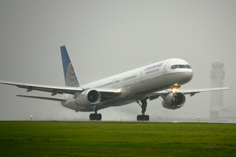 N75853 - Stretching off the Runway!
