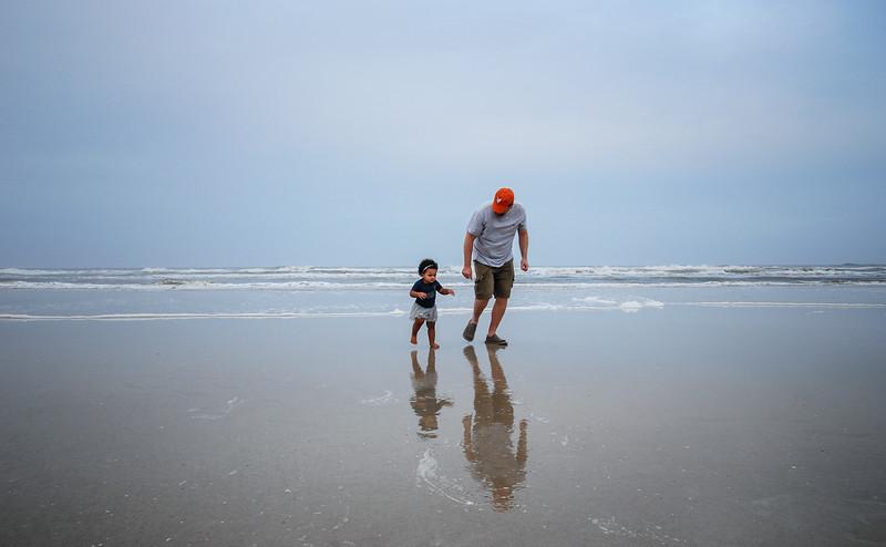 J and Mari at beach 12.2018 II cropped.jpg
