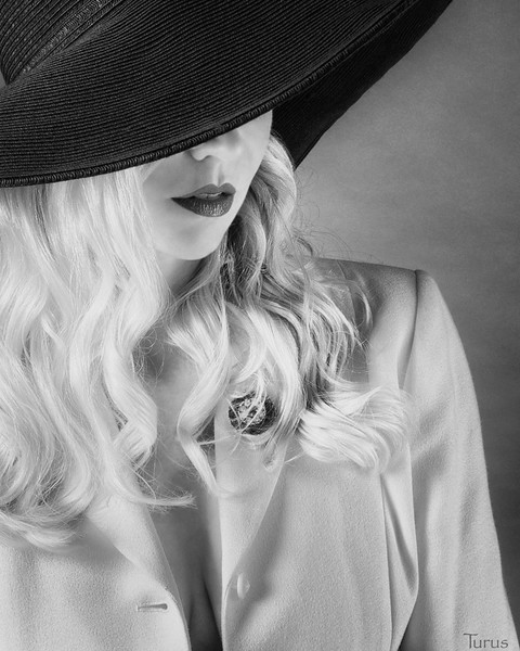 Homage to Veronica Lake featuring Alissa