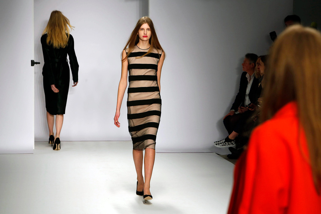 . A model presents a creation from the Fall/Winter 2014 collection by British designer Jasper Conran at the London Fashion Week, in London, Britain, 15 February 2014. The event runs from 14 to 18 February.  EPA/TAL COHEN