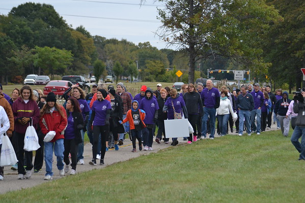 """Tara's Walk"" raises awareness of domestic violence"