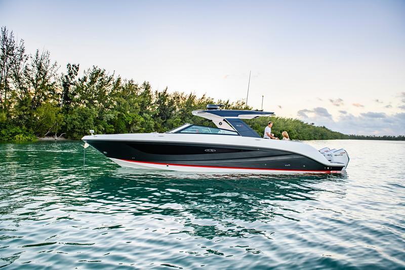 2020-SLX-R-400-e-Outboard-lifestyle-20.jpg
