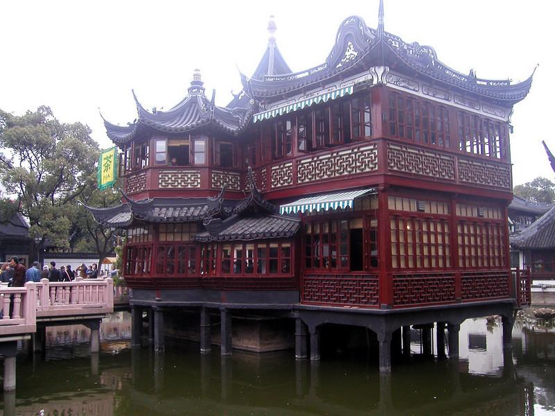 Yuyan Garden area Shanghai Atmosphere