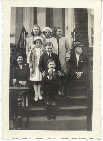 1940: Teresa Brennan Collins, Gertrude Yarzab, Marie Yarzab, Theresa Yarzab, Jimmy Brennan, Jimmy Brennan Sr, Margaret Y, Henry B, Gerard Frost.