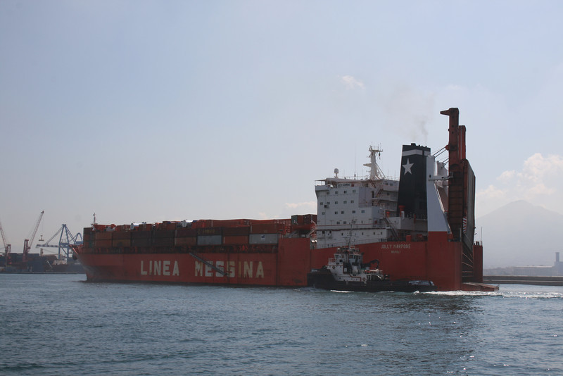 2010 - M/S JOLLY MARRONE arriving to Napoli.
