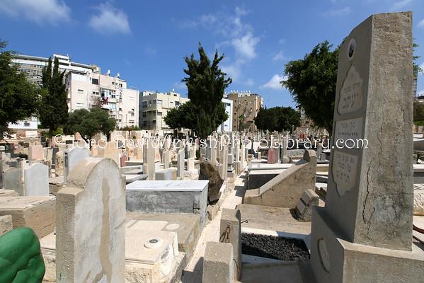 ISRAEL, Tel Aviv. Trumpeldor Cemetery, aka Old Cemetery (9.2014)