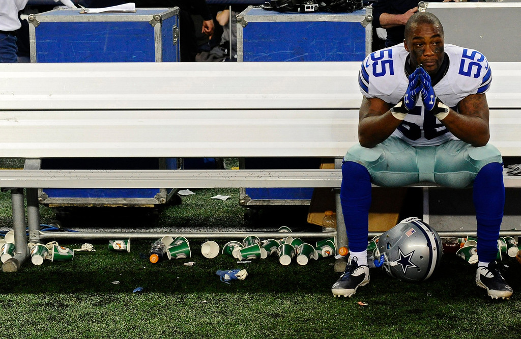 . Dallas Cowboys player Edgar Jones sits on a bench after his match against Green Bay Packers at AT&T Stadium in Arlington, Texas, USA, 15 December 2013.  EPA/LARRY W. SMITH