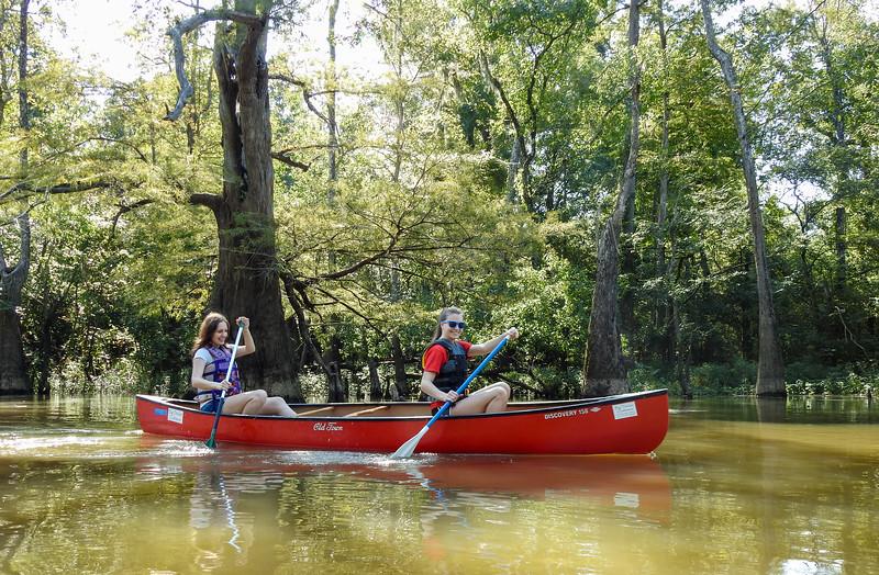 Two girls old canoe-8414.jpg
