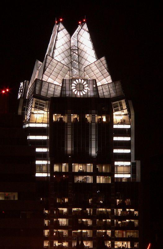 cuzzins building002.jpg
