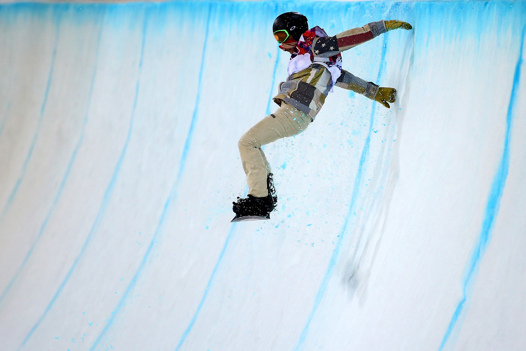 . Shaun White of the United States crashes out in the Snowboard Men\'s Halfpipe Finals on day four of the Sochi 2014 Winter Olympics at Rosa Khutor Extreme Park on February 11, 2014 in Sochi, Russia.  (Photo by Al Bello/Getty Images)