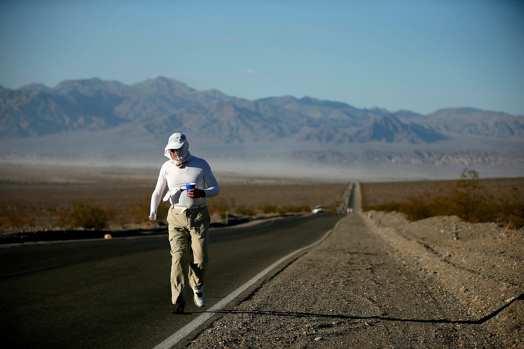 . Chris Moon of Britain, 51, competes in the Badwater Ultramarathon in Death Valley National Park, California July 15, 2013. The 135-mile (217 km) race, which bills itself as the world\'s toughest foot race, goes from Death Valley to Mt. Whitney, California in temperatures which can reach 130 degrees Fahrenheit (55 Celsius).  REUTERS/Lucy Nicholson
