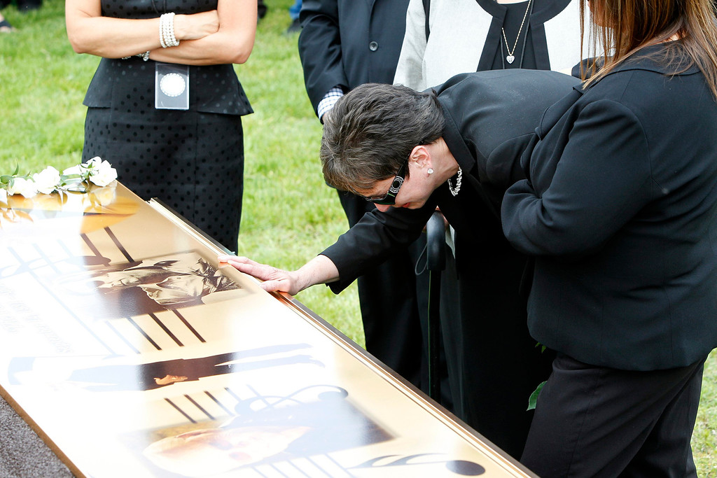 . Nancy Jones, the wife of country music legend George Jones,  mourns at his grave side during services at Woodlawn-Roesch-Patton  Memorial Park in Nashville, Tennessee, May 2, 2013.  REUTERS/Harrison McClary
