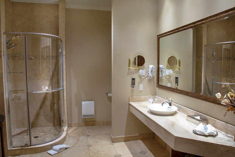 Brossard_Loft 2 _Bath.jpg