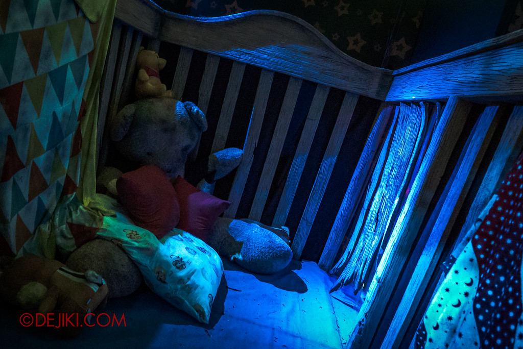 Halloween Horror Nights 7 - INSIDE THE MIND haunted house childhood night terrors 2