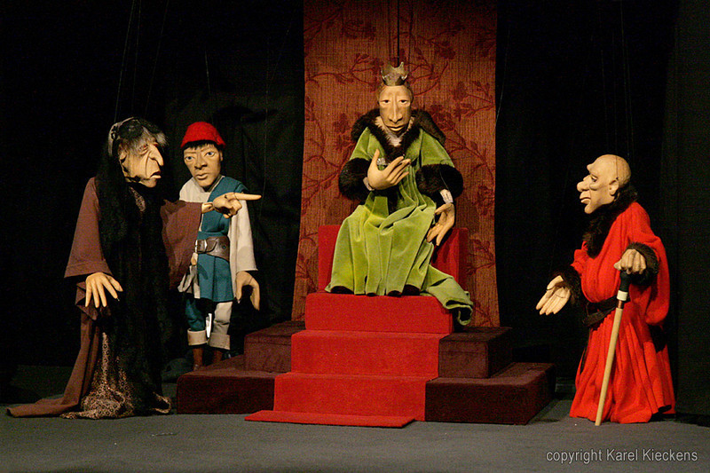 17. Margareta : Goi stondt derboi, Antoine van Eirp, as mijne zoeng doeidgestoeken es.