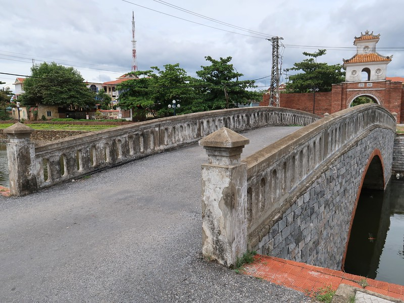 IMG_1993-bridge-to-citadel.jpg