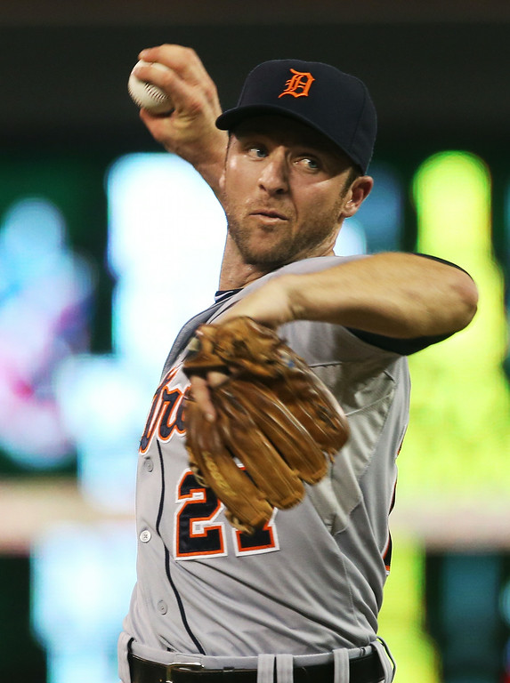 . Detroit Tigers shortstop Andrew Romine pitches in relief in the eighth inning of a baseball game against the Minnesota Twins, Friday, Aug. 22, 2014, in Minneapolis. Romine gave up two home runs in the inning. The Twins won 20-6. (AP Photo/Jim Mone)