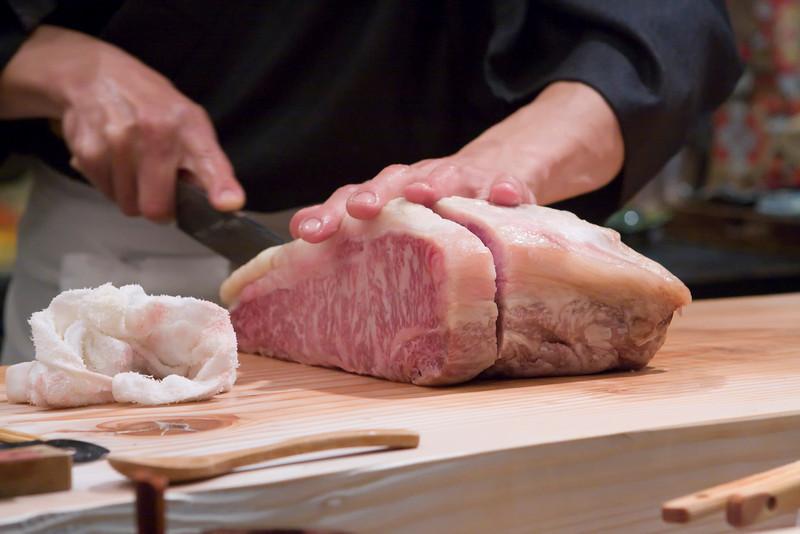 Hiro-san cutting the kobe beef.  He would later slice it up for the shabu shabu.
