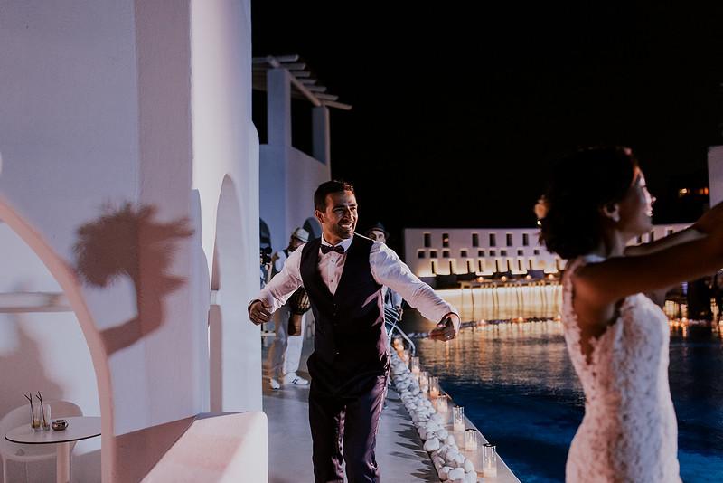 Tu-Nguyen-Destination-Wedding-Photographer-Santorini-Rocabella-Hotel-Euna-Ehsan-735.jpg