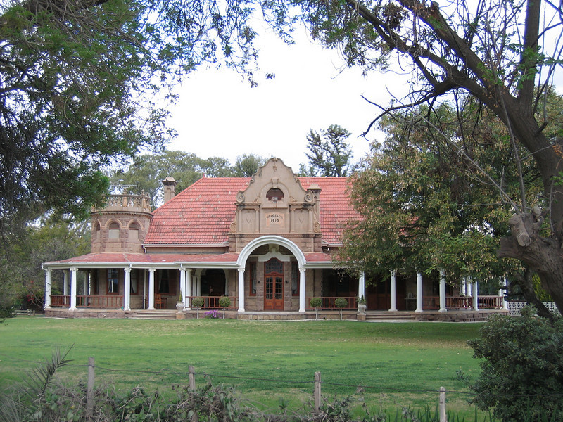 D5 Ostrich Palace on grounds of Ostrich farm in Oudtshoorn.JPG