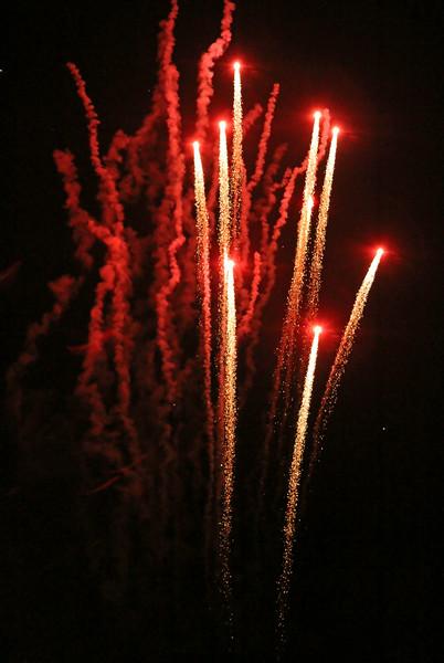 fireworksredshooting300.jpg