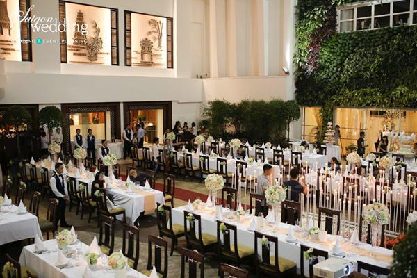 Tiệc cưới lãng mạn tại khu vườn ngoài trời trong xanh 4