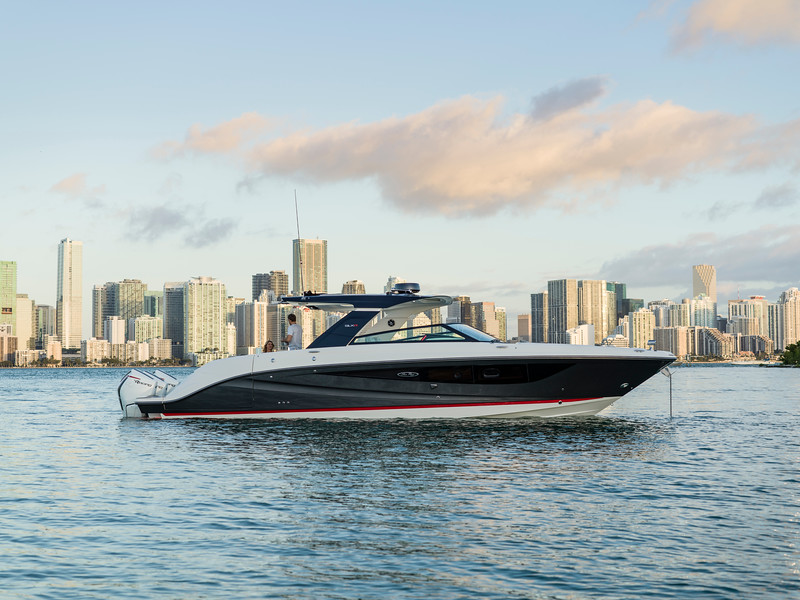 2020-SLX-R-400-e-Outboard-lifestyle-14.jpg