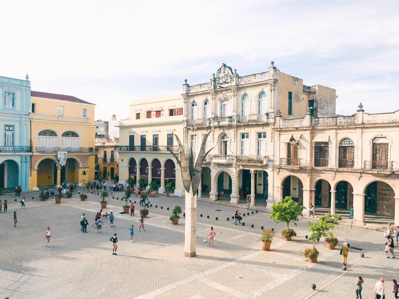 Old Havana plaza Vieja-2.jpg