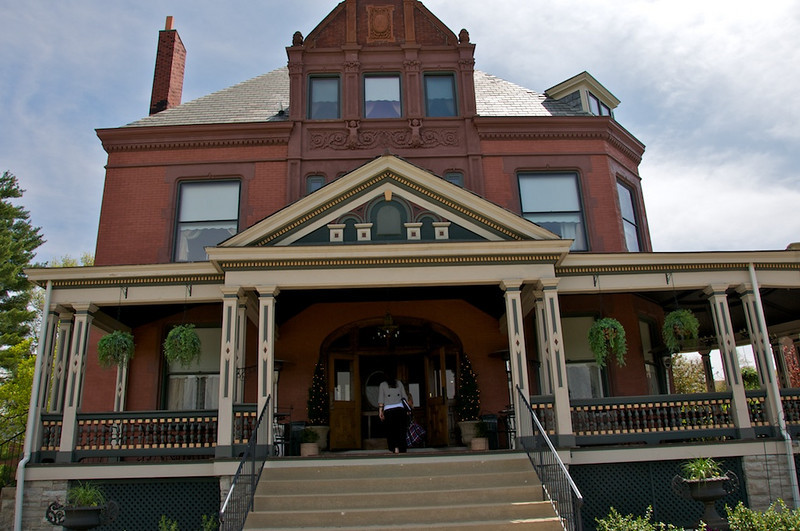 Wiedemann Hill Mansion - Fabulous porch