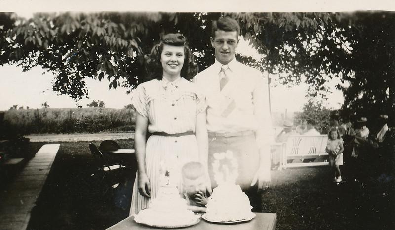 Dale & Irma with wedding cakes.jpg