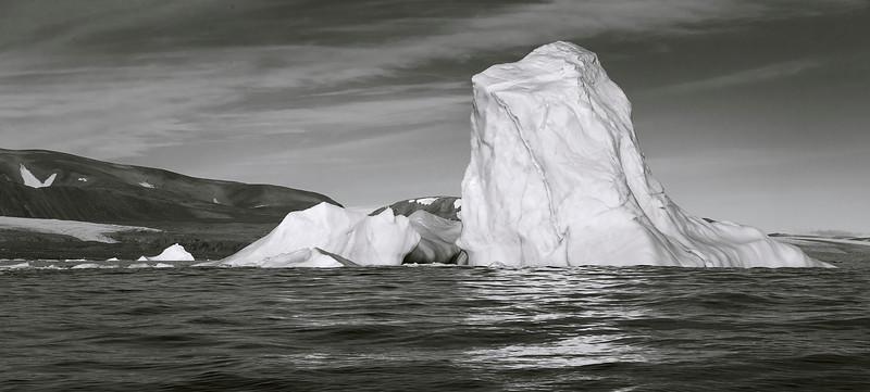 Ice berg near Cunningham Glacier