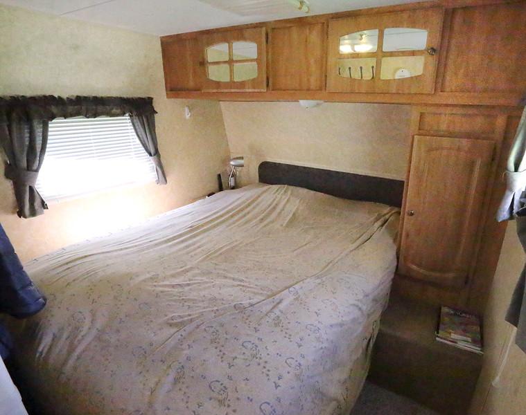 IMG_5231 bed.jpg