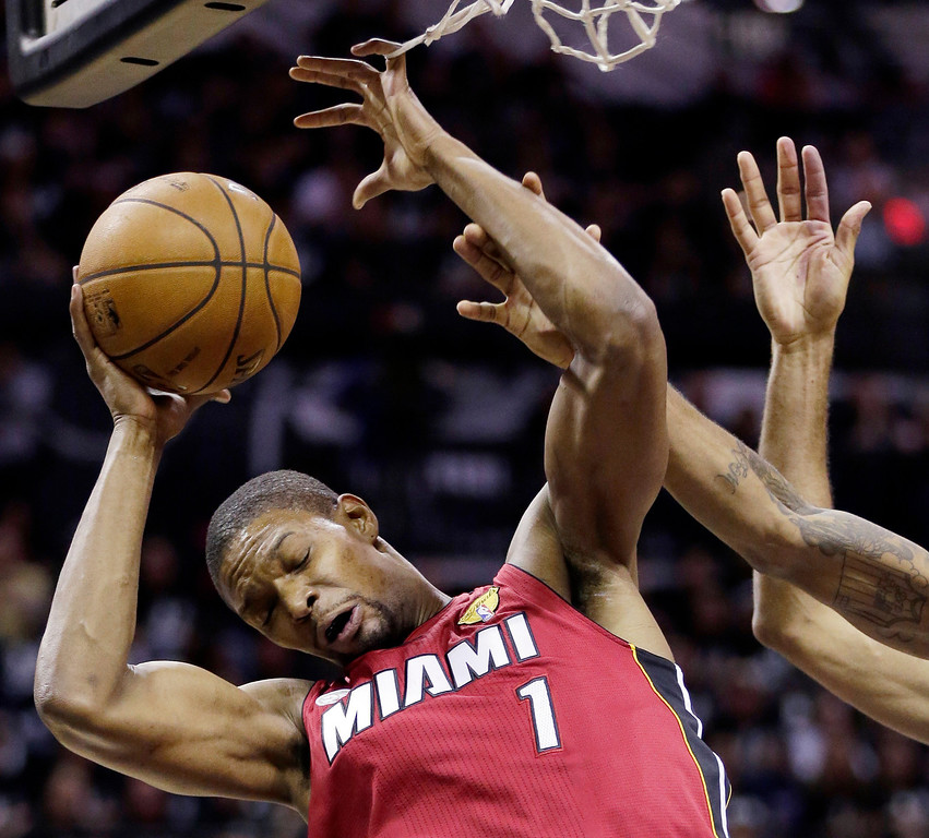 . Miami Heat\'s Chris Bosh (1) is defended by San Antonio Spurs defense during the first half at Game 3 of the NBA Finals basketball series, Tuesday, June 11, 2013, in San Antonio. (AP Photo/Eric Gay)