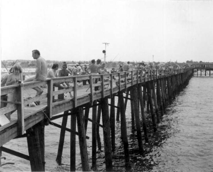 1973 pier fishing.jpg