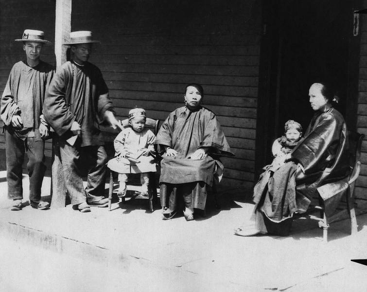 1892-ChineseFamily.jpg