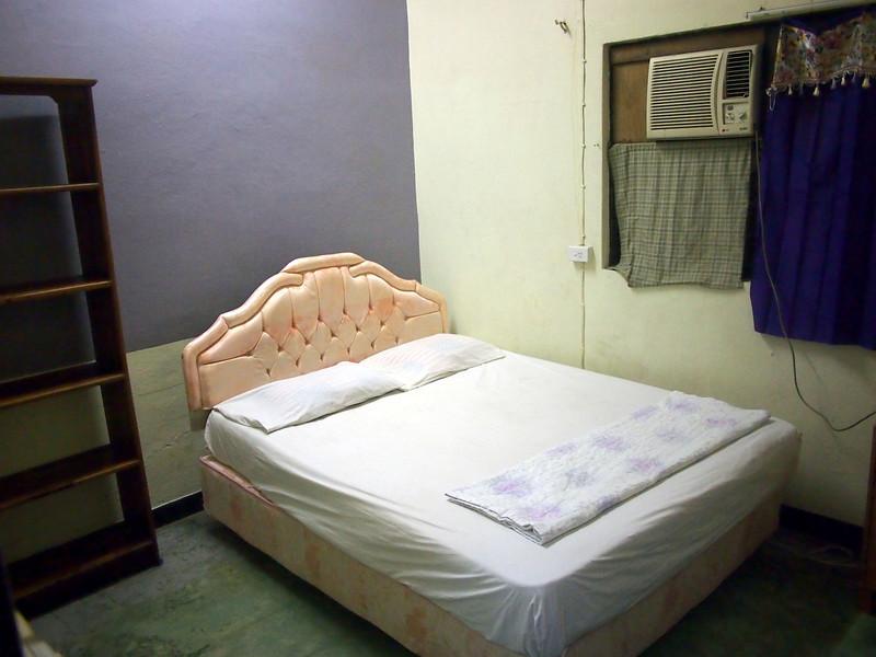 P5258853-hostel-bed.JPG