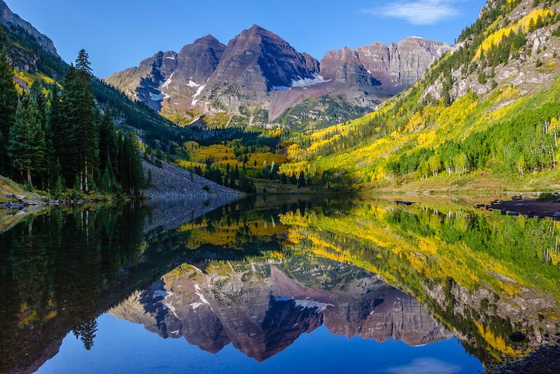 Maroon Bells reflecting on Maroon Lake, Maroon Bells-Snowmass Wilderness