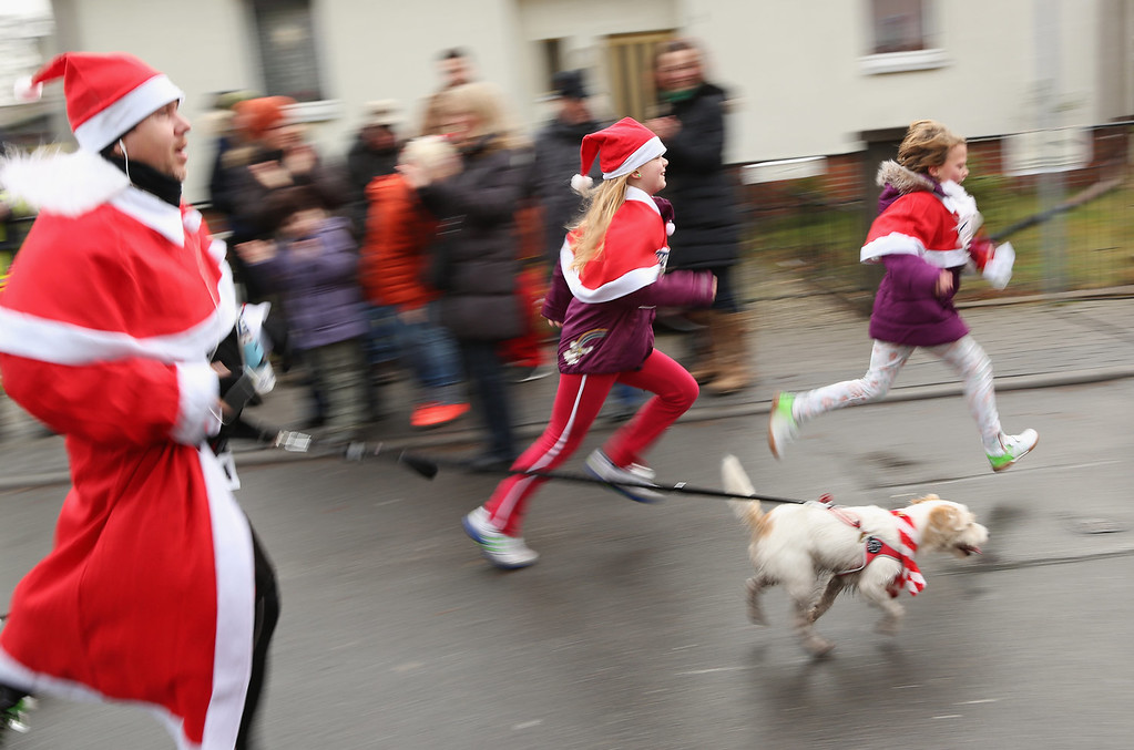 . Participants compete in the 5th annual Michendorf Santa Run (Michendorfer Nikolauslauf) on December 8, 2013 in Michendorf, Germany. Over 900 people took part in this year\'s races, which included one for children and one for adults.  (Photo by Adam Berry/Getty Images)