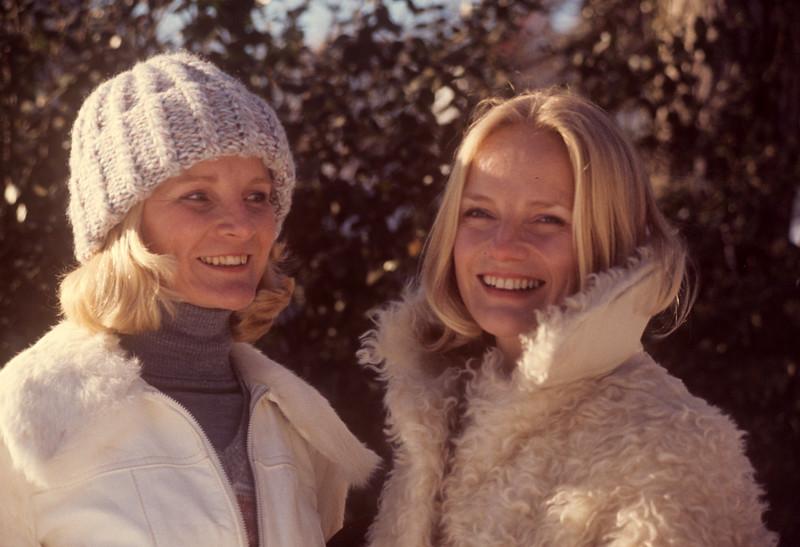 1977-01 Bonnie & Pam Black.jpg