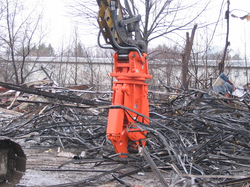 NPK M20K demolition shear on Cat excavator-C&D recycling (10).JPG