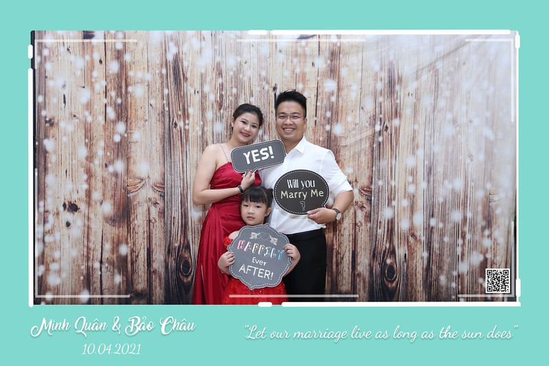 QC-wedding-instant-print-photobooth-Chup-hinh-lay-lien-in-anh-lay-ngay-Tiec-cuoi-WefieBox-Photobooth-Vietnam-cho-thue-photo-booth-111.jpg